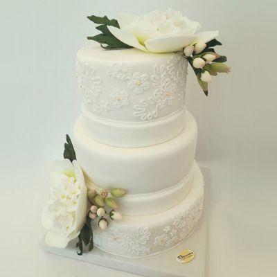 Сватбена торта - Бяло цвете